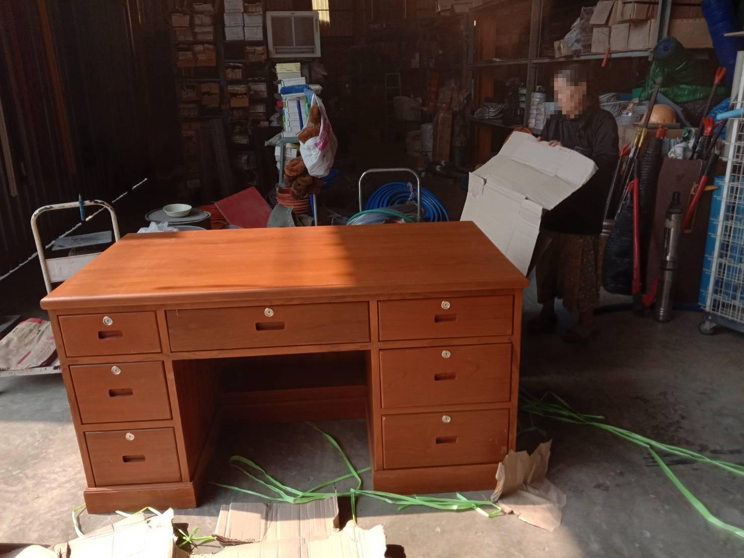 โต๊ะทำงานไม้สัก,โต๊ะบัญชีไม้สัก,โต๊ะลิ้นชัก
