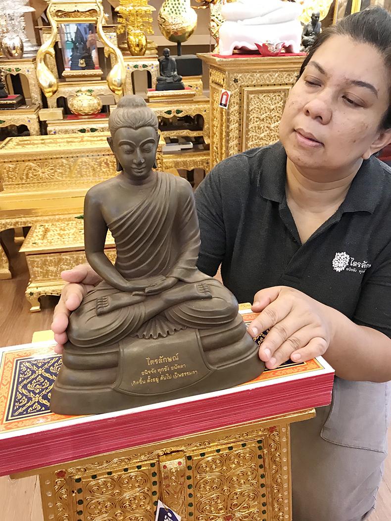 พระพุทธรูปปางสมาธิ หน้าตัก 7 นิ้วเนื้อแร่ธรรมชาติ4500 บาท