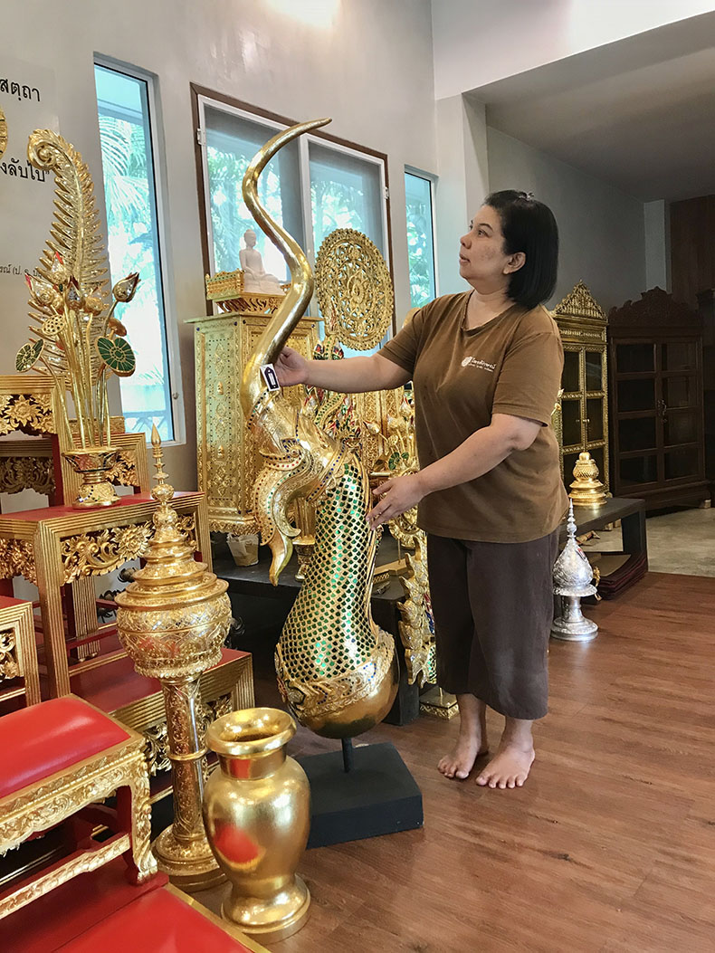 ช่อฟ้า งานไม้ทั้งชิ้น แบบลงรักปิดทอง สำหรับตกแต่งห้องพระ และโต๊ะหมู่บูชาพระ