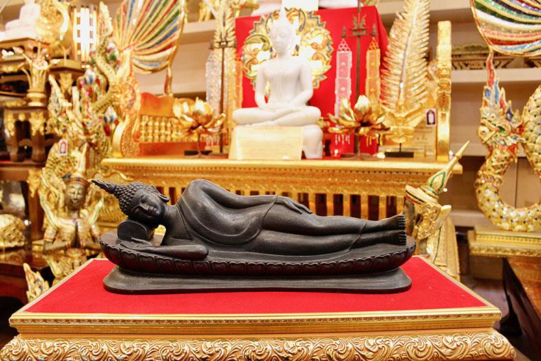 พระพุทธรูปปางปรินิพพาน จากเนื้อ แร่นิลทั้งองค์ จาก-แร่เขาอึมครึม-หล่อองค์พระตันทั้งองค์โดย ช่างผู้ชำนาญการปั่นพระพุทธรูป