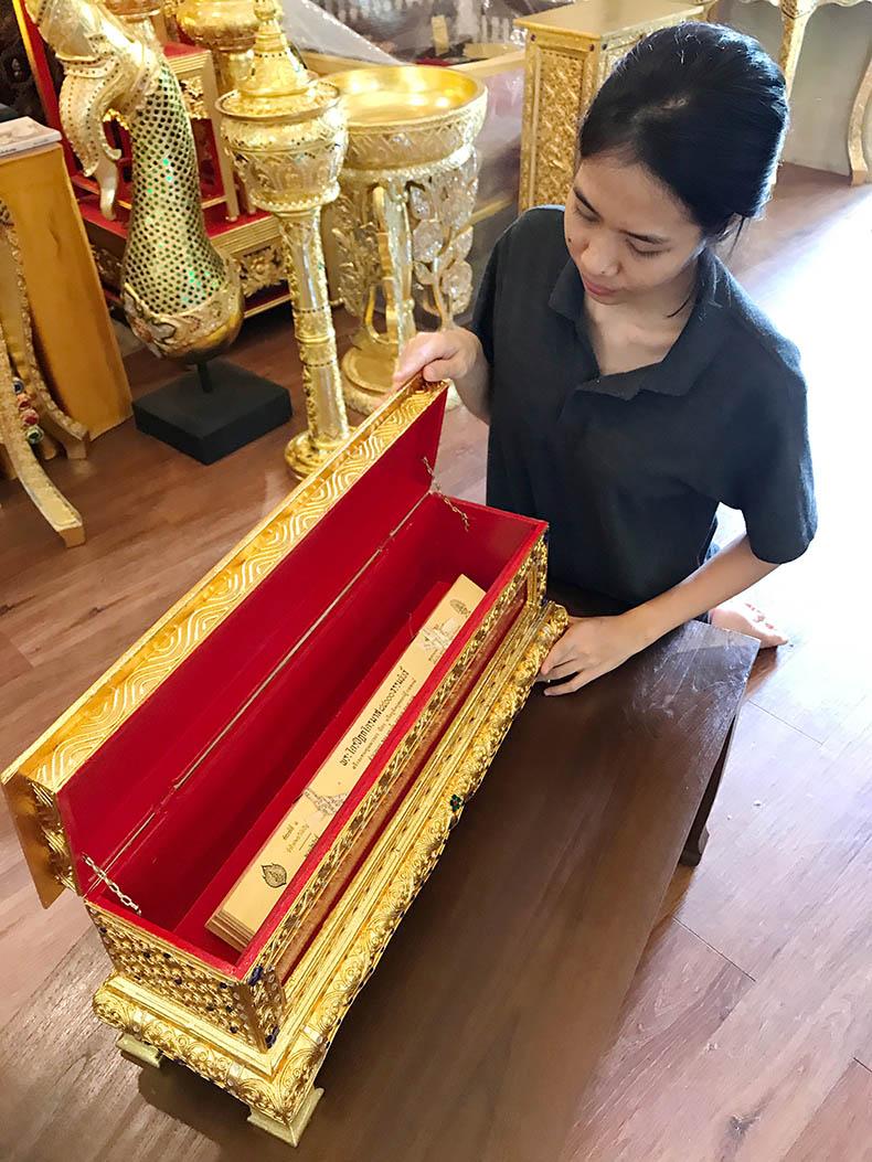 พระไตรปิฎกใบลาน พร้อม หีบบรรจุ พระไตรปิฎกใบลานทั้งชุด ราคา 3500 บาท