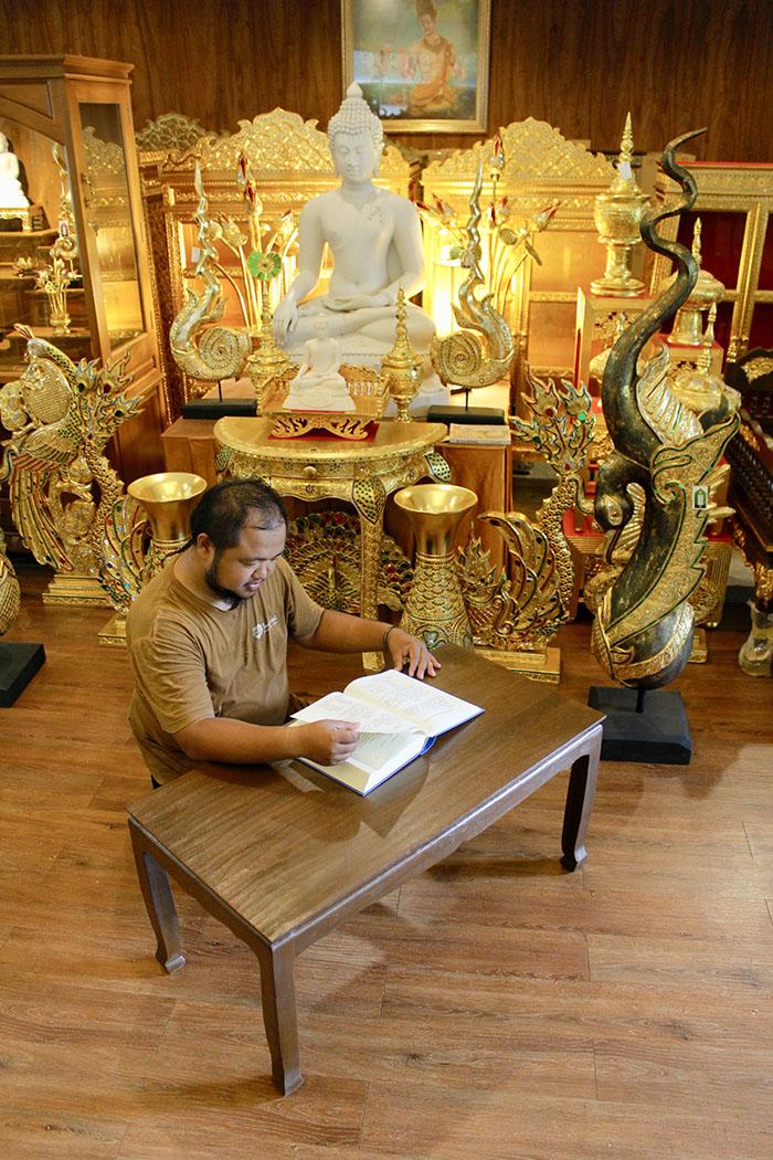 โต๊ะไม้สักแท้ทั้งหลัง ราคา 7500 บาท