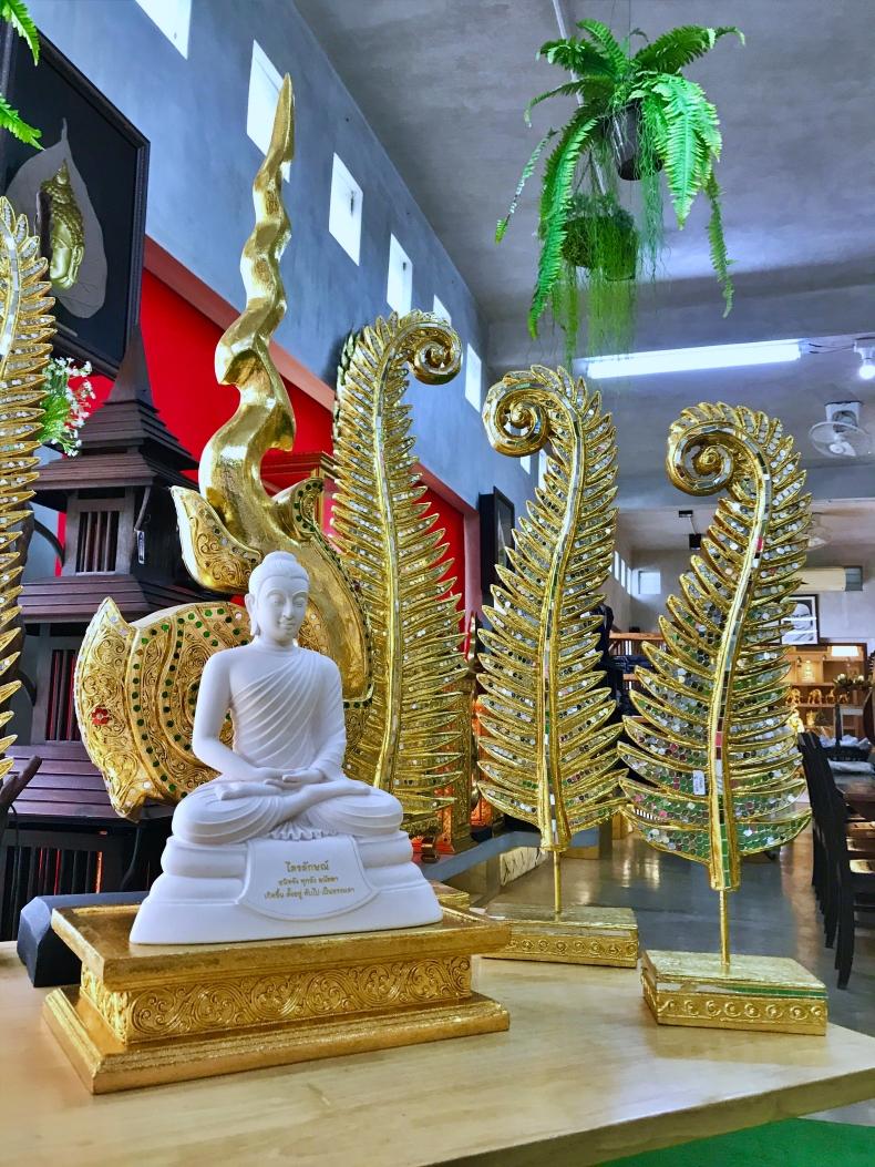 ในห้องพระ ชุดพระพุทธรูปและของแต่งห้องพระ 12,179 บาท