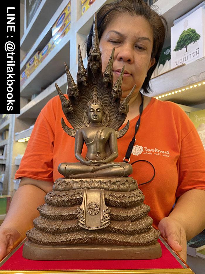 พระพุทธรูปปางนาคปรก จาก แร่เขาอึมครึม หน้าตัก 5 นิ้ว เนื้อองค์ พระพุทธรูป สีน้ำตาล จากเนื้อแร่ เช่าบูชา 4500 บาท จัดส่ง 380 บาท ทั่วไทย
