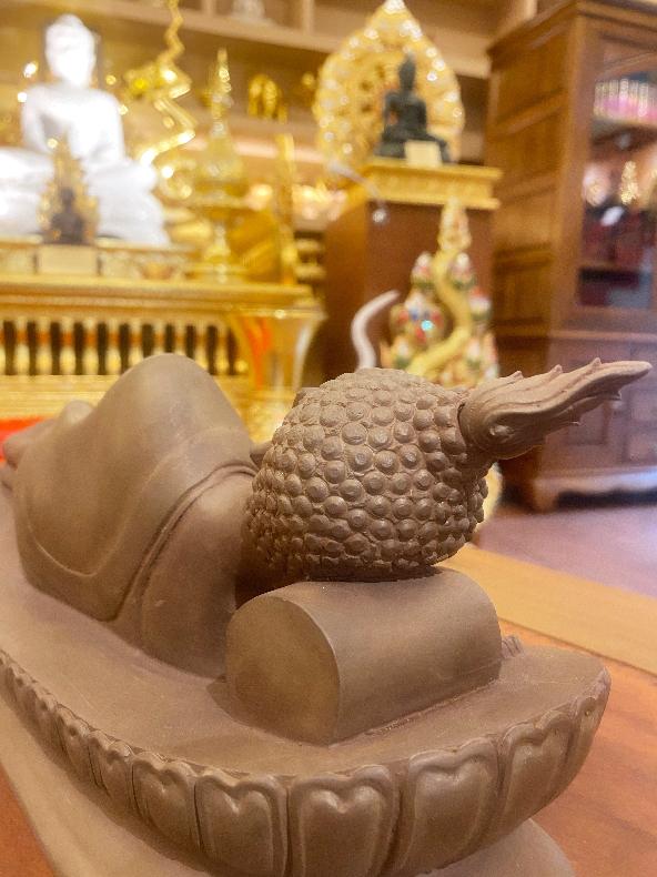 พระพุทธรูปปางปรินิพพาน จากเนื้อ แร่เขาอึมครึม จังหวัดกาญจนบุรี ทั้งองค์
